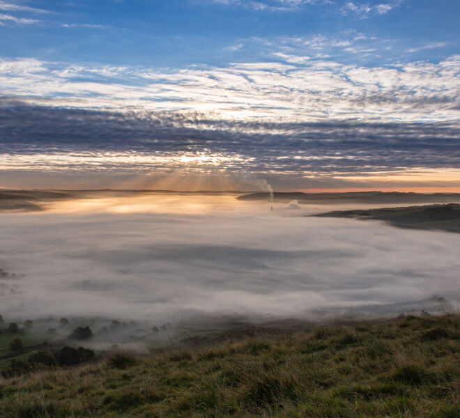 A wider view of The Hope Valley under an inversion.
