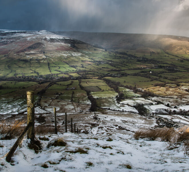 Clouds dropping snow and advancing onto Edale.